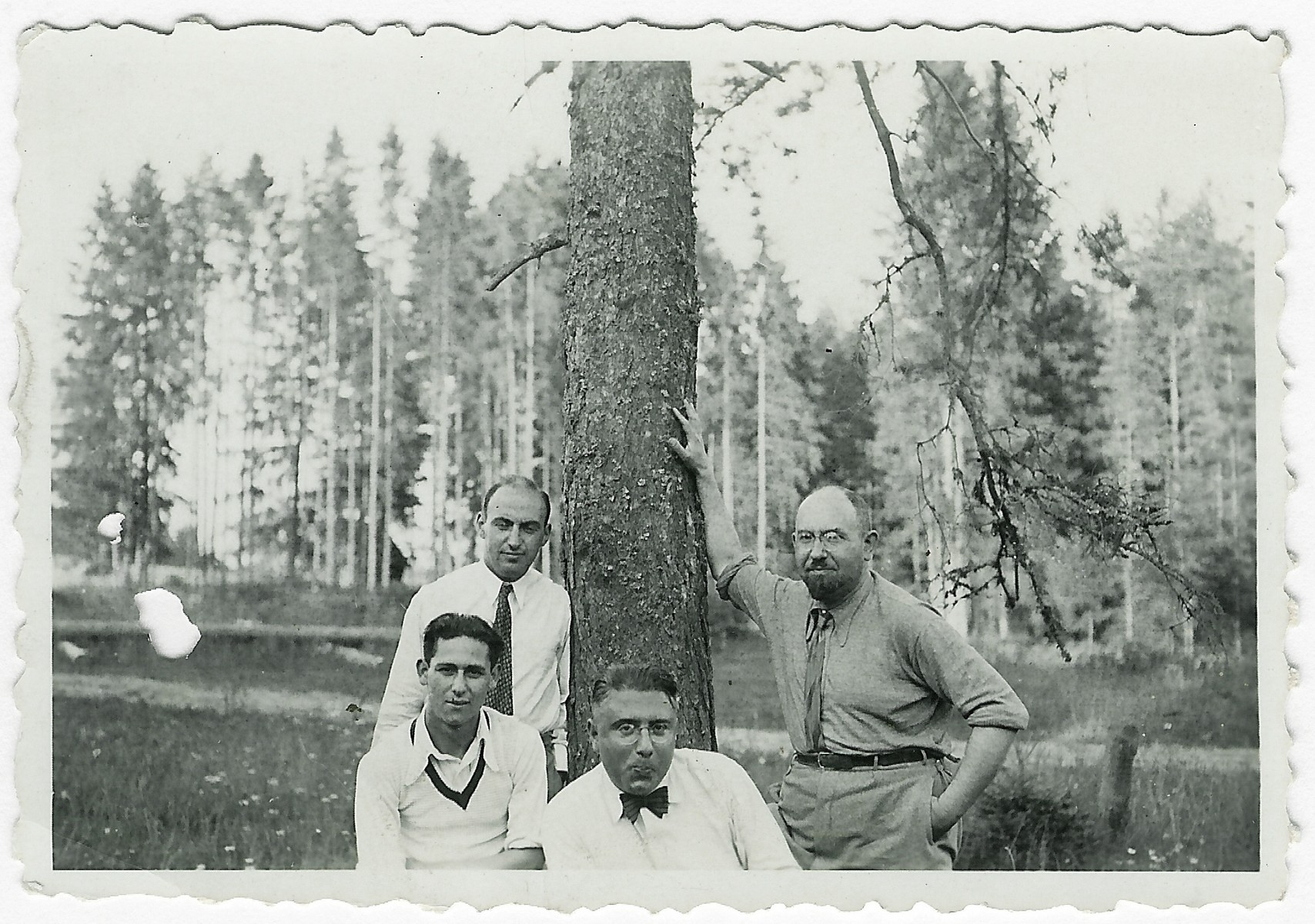 Four Lithuanian-Jewish friends gather in a park near Birstonas.  Among those pictured are Moisei Kopelman (seated right) and Dr. Benjamin Zacharin (standing far right.)  Dr. Zacharin later became head of health department of the Kovno ghetto.