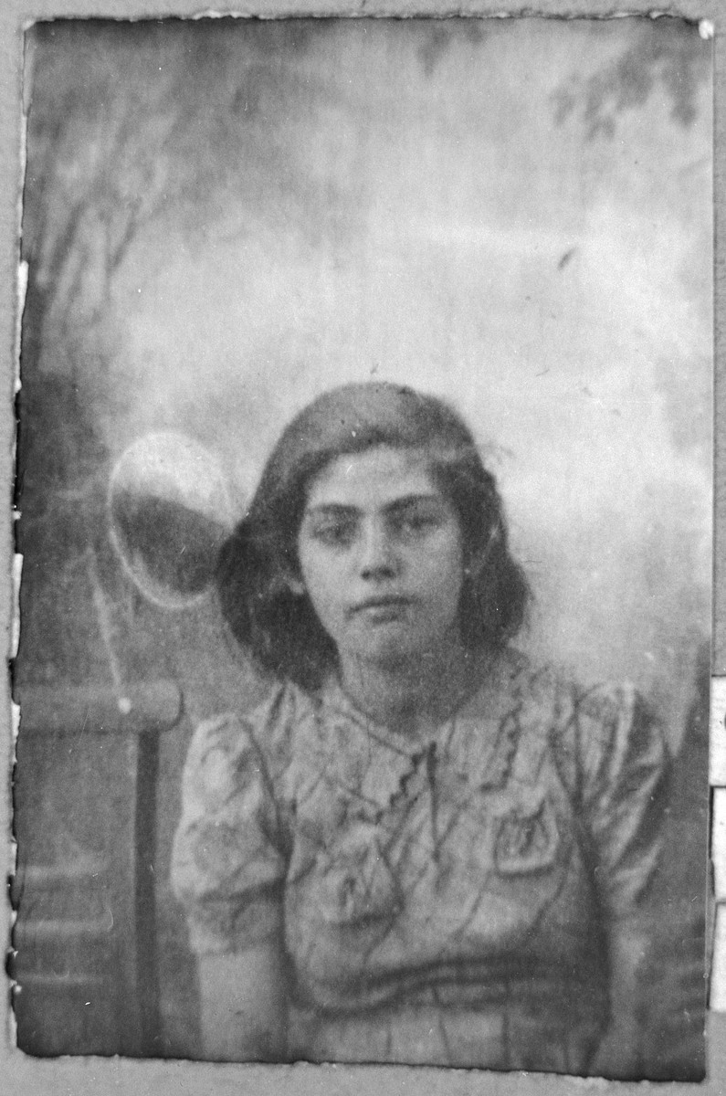 Portrait of Nina Russo, daughter of Yakov Russo.  She was a student.  She lived at Gostivarska 5 in Bitola.