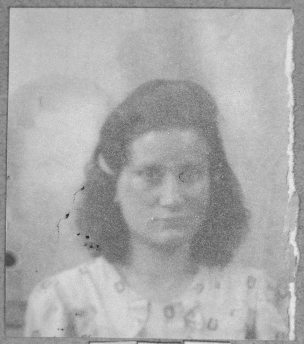 Portrait of Oro Pesso, daughter of Menachem Pesso.  She lived at Debarska 13 in Bitola.