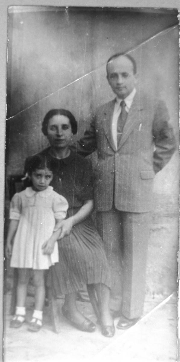 Portrait of Dario Pardo, son of Mushon Pardo, Dario's wife, Ida, and his daughter, Rebeka.  Dario was a merchant.  They lived at Karagoryeva 56 in Bitola.