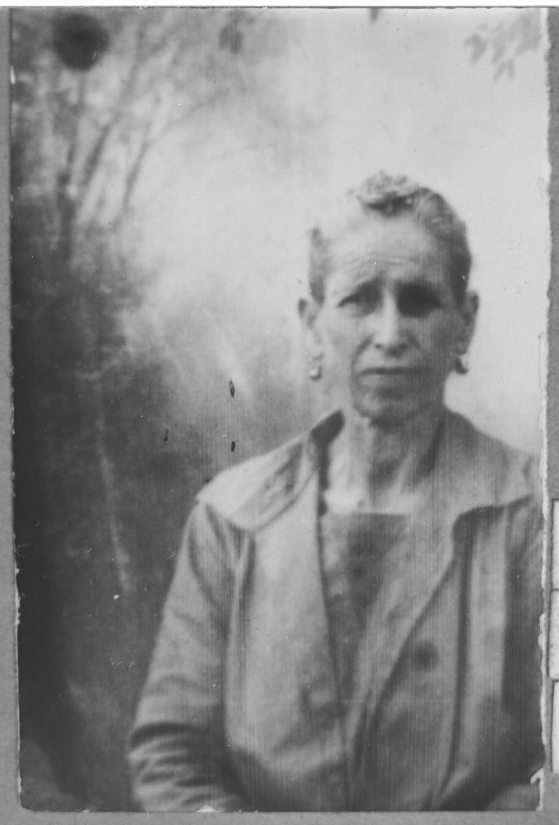 Portrait of Ester Pesso (patronymic: Solomon).  She lived at Dalmatinska 70 in Bitola.