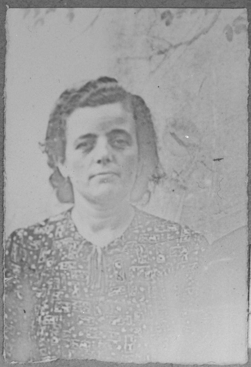 Portrait of Luna Pardo, wife of Peris Pardo.  She lived at Zmayeva 33 in Bitola.