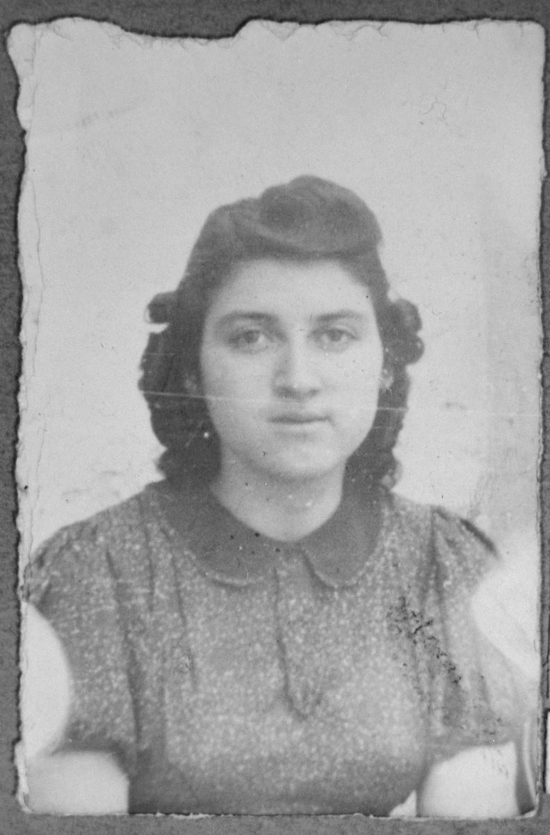 Portrait of unidentified woman with last name: Pardo.