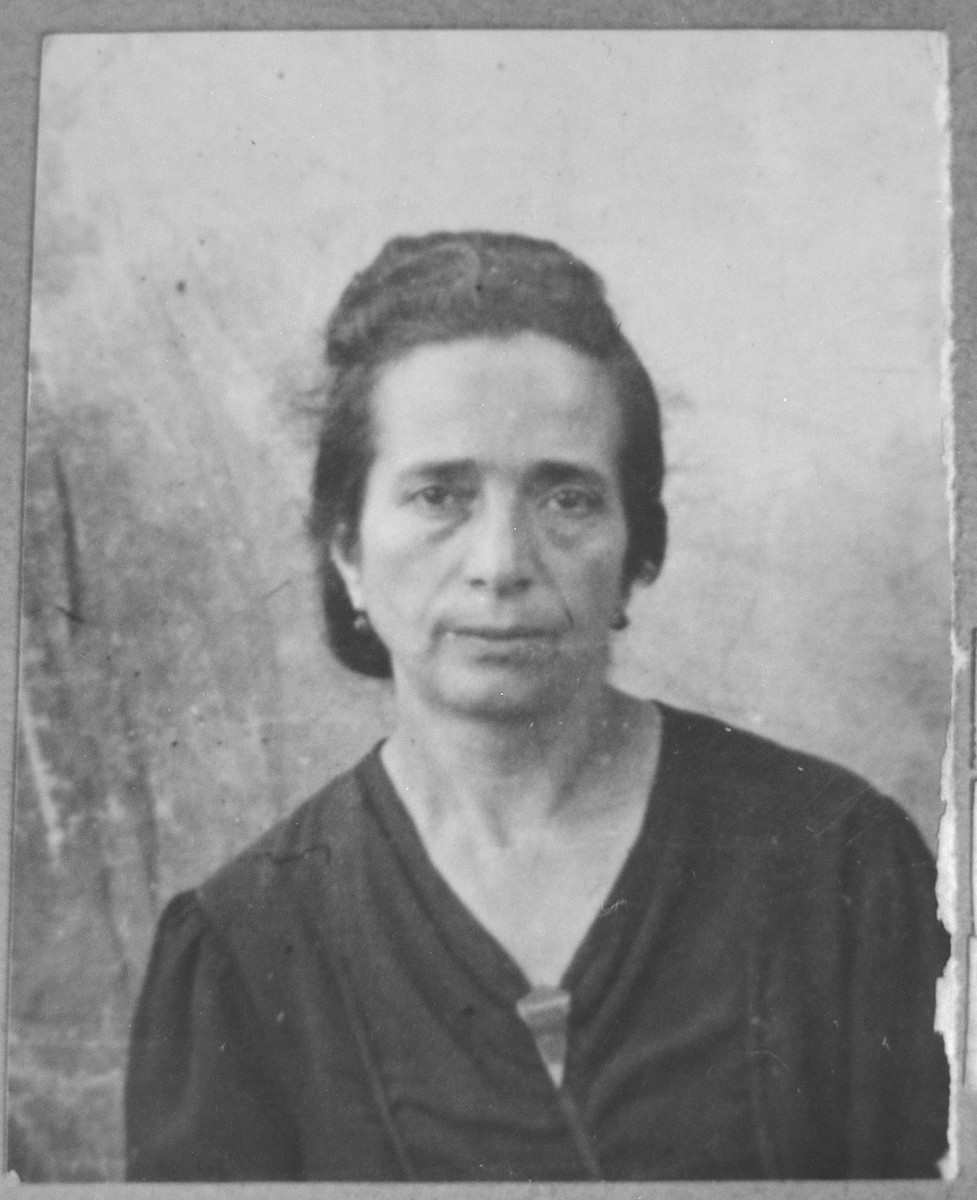 Portrait of Ida Pardo (patronymic: Mois).  She lived at Gen. Boyevits 18 in Bitola.
