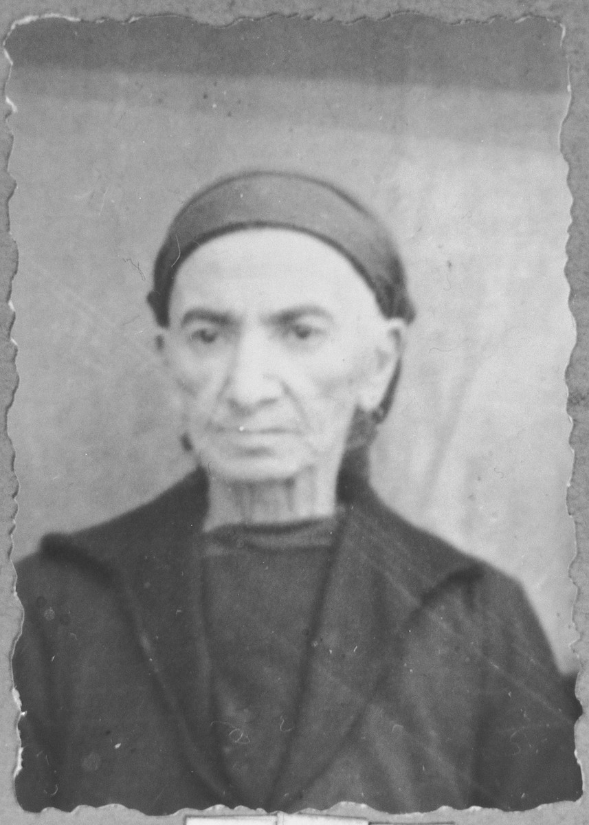 Portrait of Sara Pesso (patronymic: Isak).  She lived at Zvornitska 23 in Bitola.