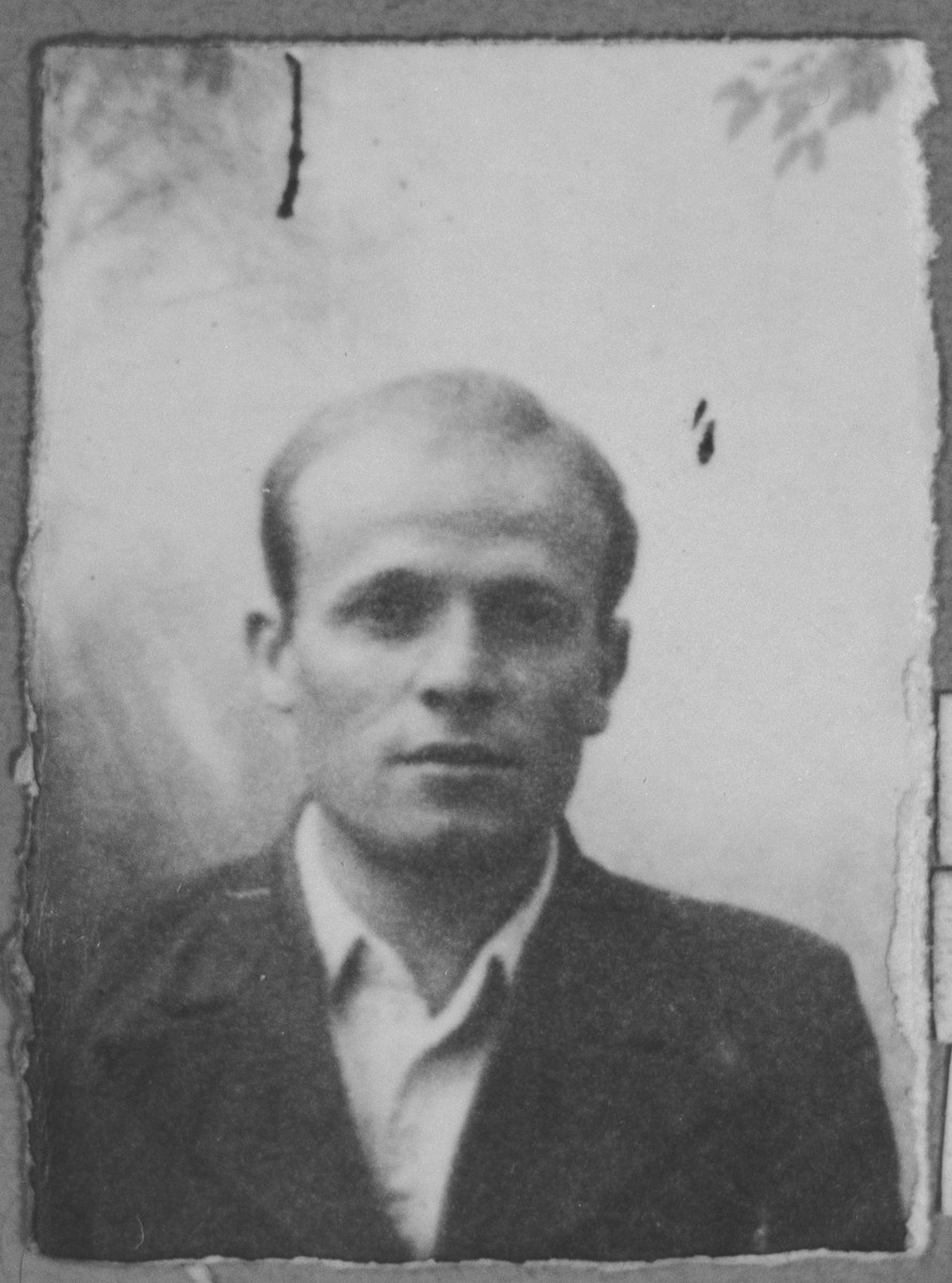 Portrait of Yeuda Rosilio.  He was a rag dealer.  He lived at Zmayeva 25 in Bitola.