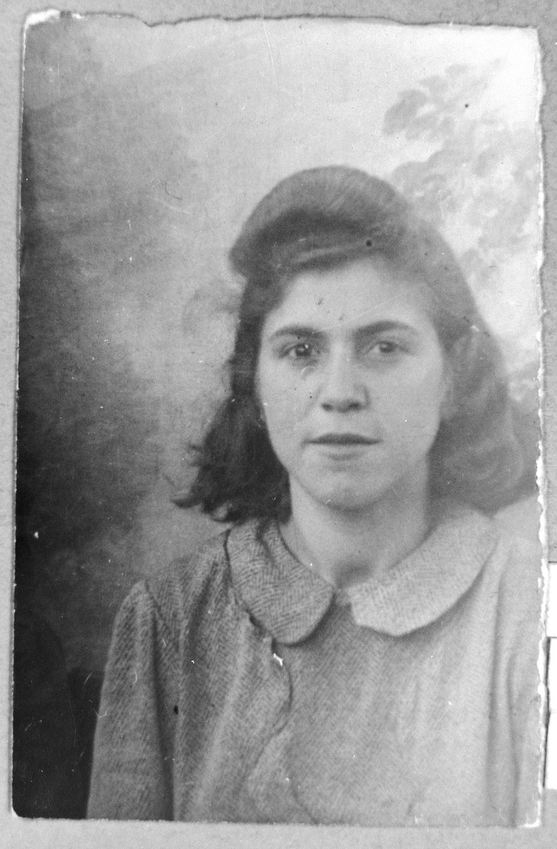 Portrait of Ida Russo, daughter of Yakov Russo.  She was a student.  She lived at Gostivarska 5 in Bitola.