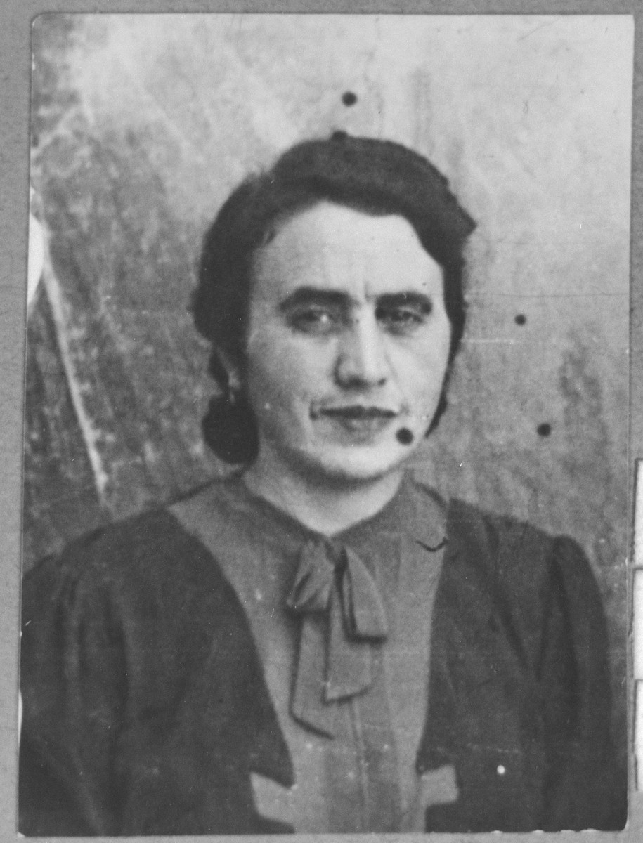 Portrait of Regina Pardo, wife of Solomon Pardo.  She lived at Karagoryeva 56 in Bitola.