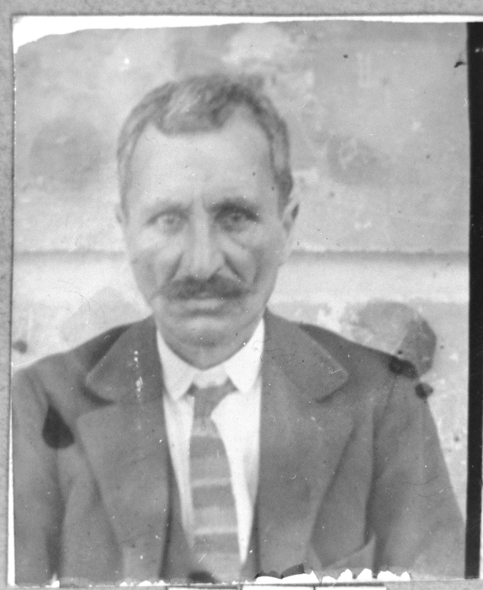 Portrait of Moshe Pardo.  He was a grocer.  He lived on Sremska in Bitola.