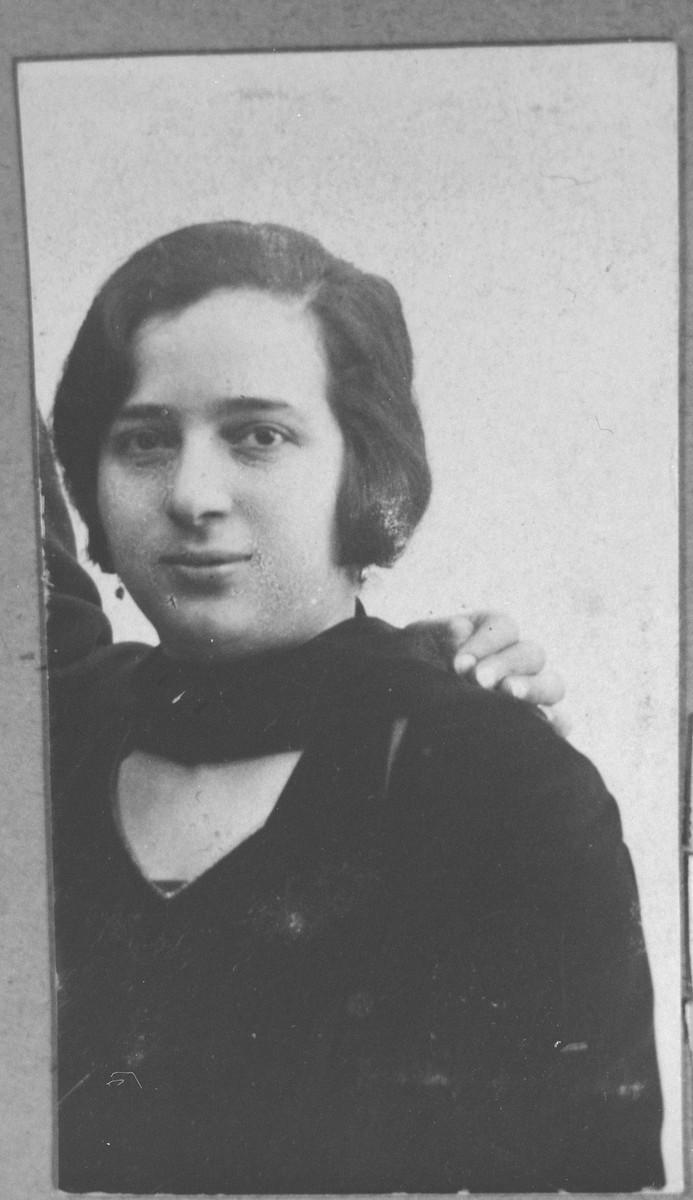 Portrait of Ida Pardo (patronymic: Mois).  She lived at Gen. Boyevits 18 in Bitola.