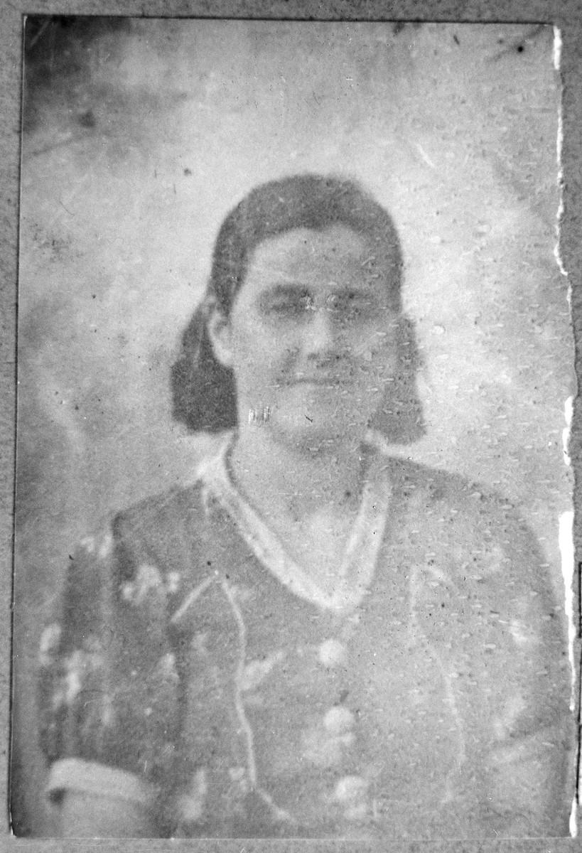 Portrait of Rekula Pardo, wife of Mair Pardo.  She lived at Karagoryeva 75 in Bitola.