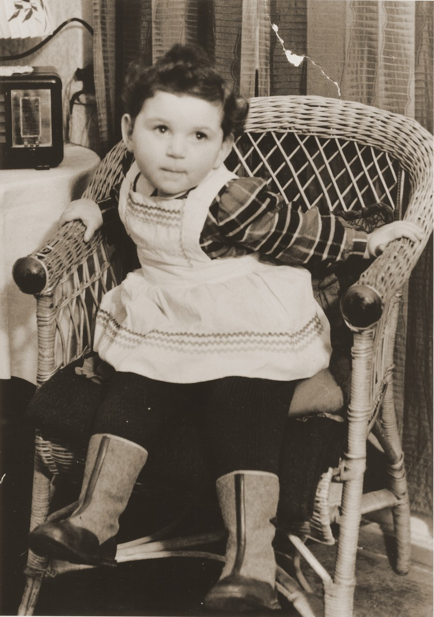 Portrait of a young Jewish girl seated in a wicker chair at the Fuerth displaced persons camp.  Pictured is Dina Ella Lanceter, the daughter of Henryk and Eugenia (Hochberg) Lanceter.