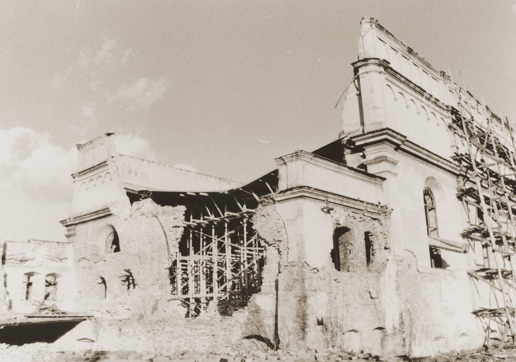 View of the ruins of the main synagogue in Brody.
