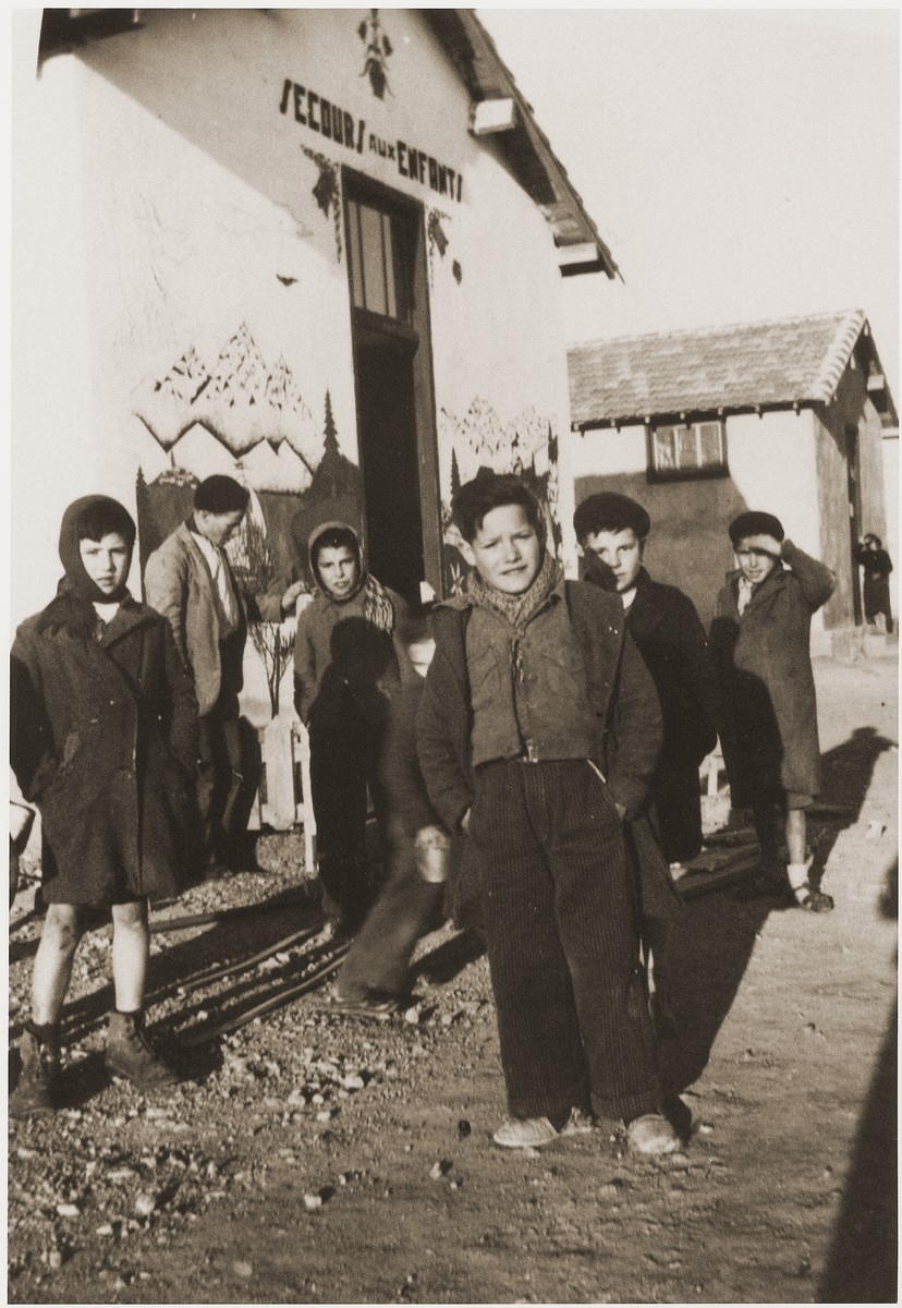Children in the Rivesaltes internment camp waiti for food outside the Secours Suisse building.