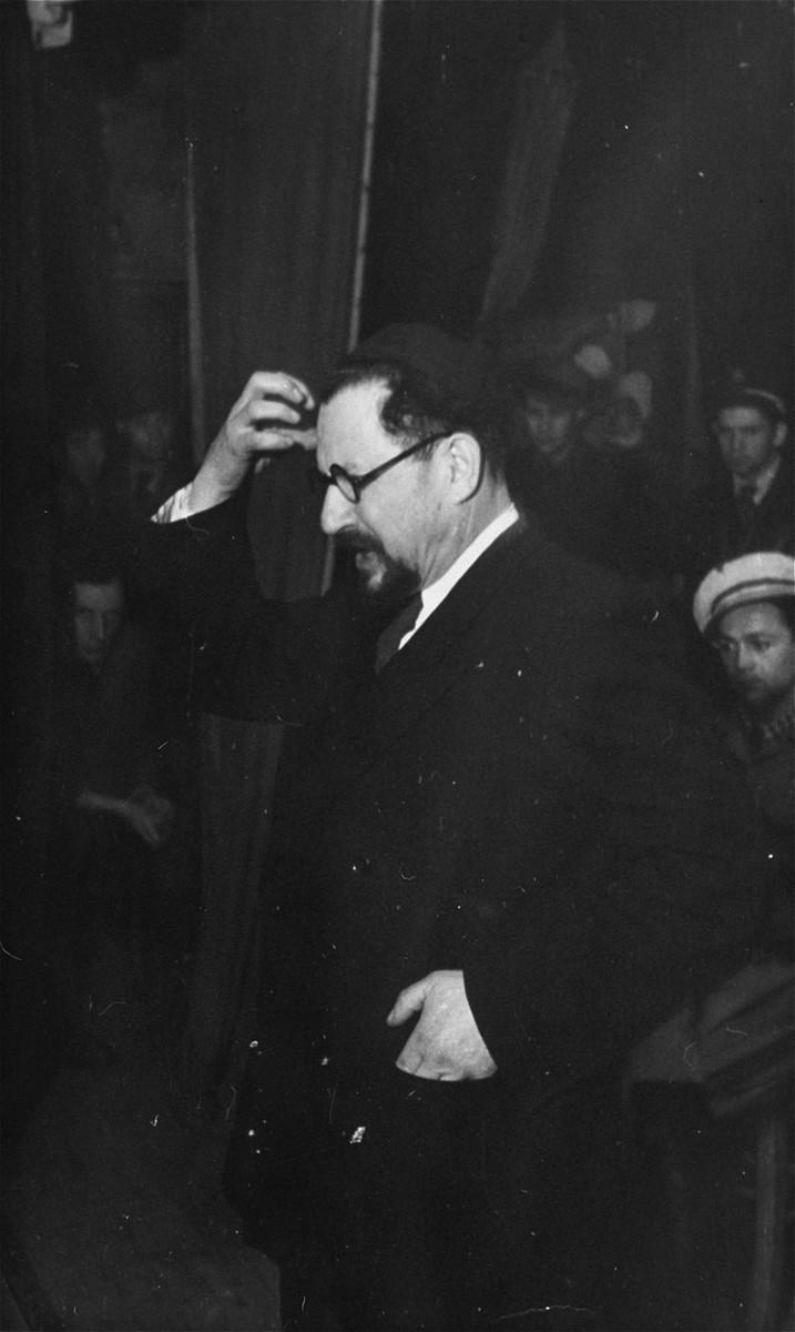 Rabbi Bernstein visits the Zeilsheim displaced persons' camp.