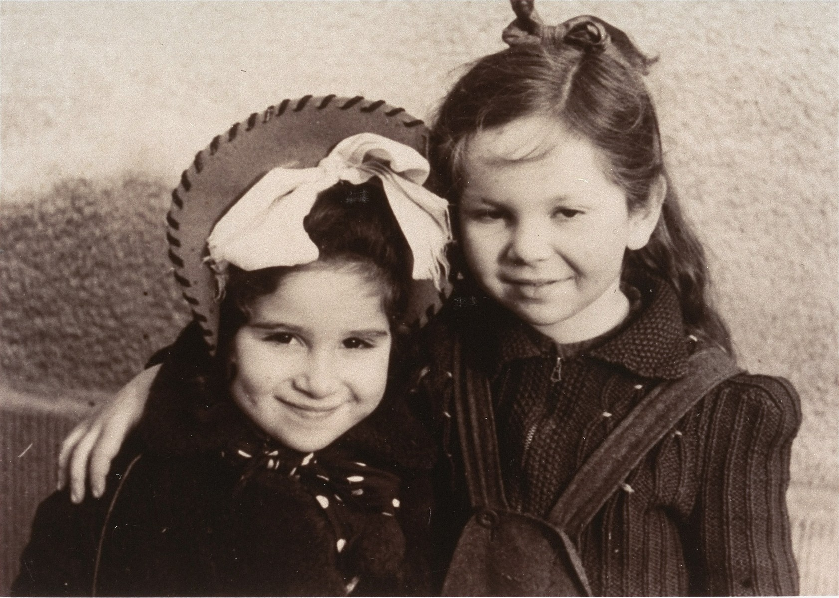 Henia Wisgardisky (right) with her cousin, Bluma Berk (left).