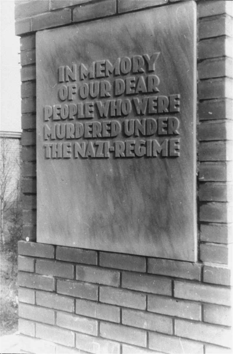 Close-up of an inscription on the monument to the Jewish victims of the Nazi regime.