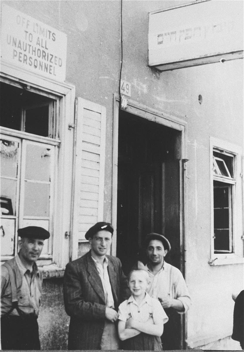 DPs stand in front of the entrance to the Agudat Yisrael Kibbutz Hafetz Hayim in Zeilsheim.