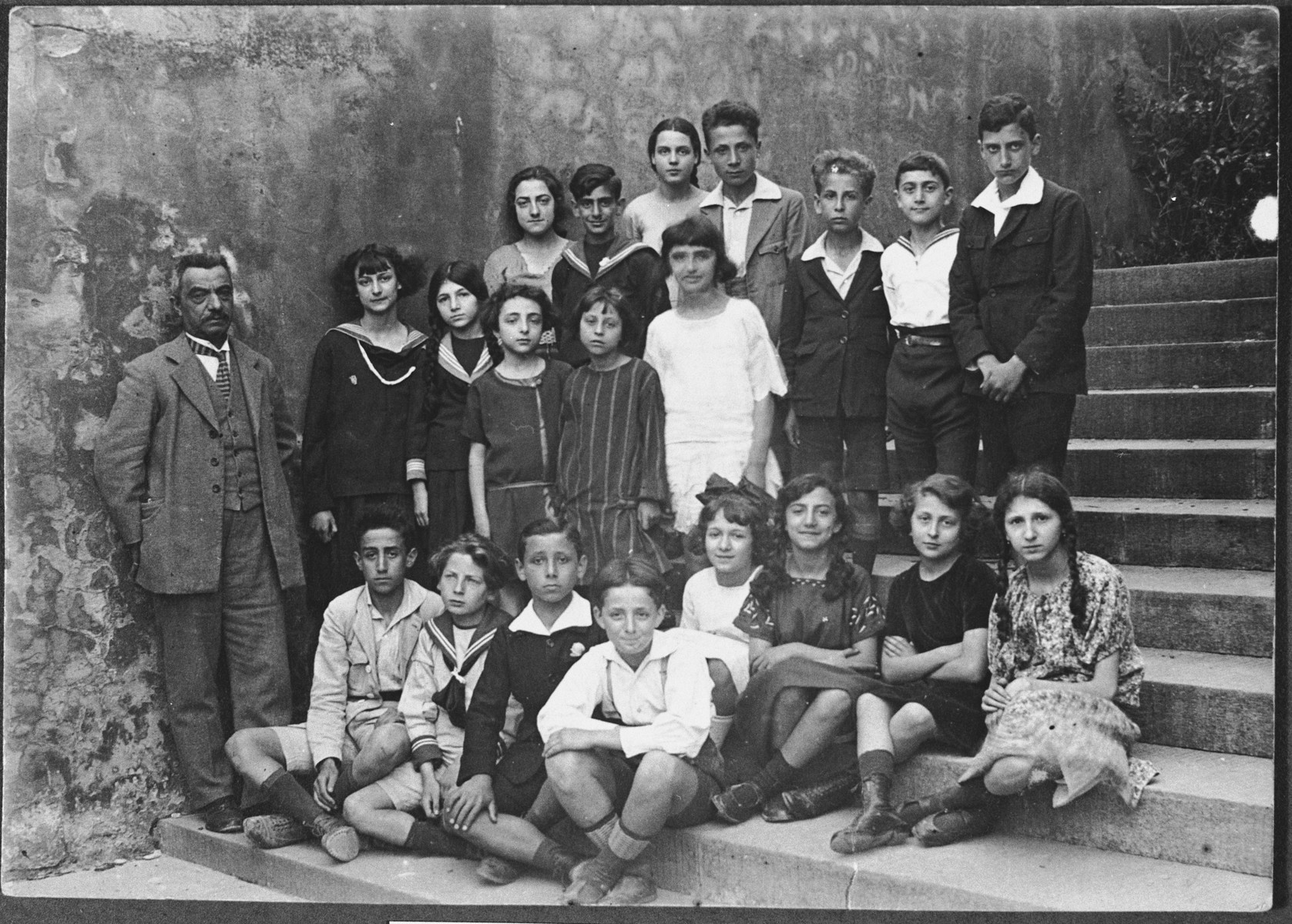 Class photo of school children in Florence, Italy.  Those pictured include Anna DiGioacchino.