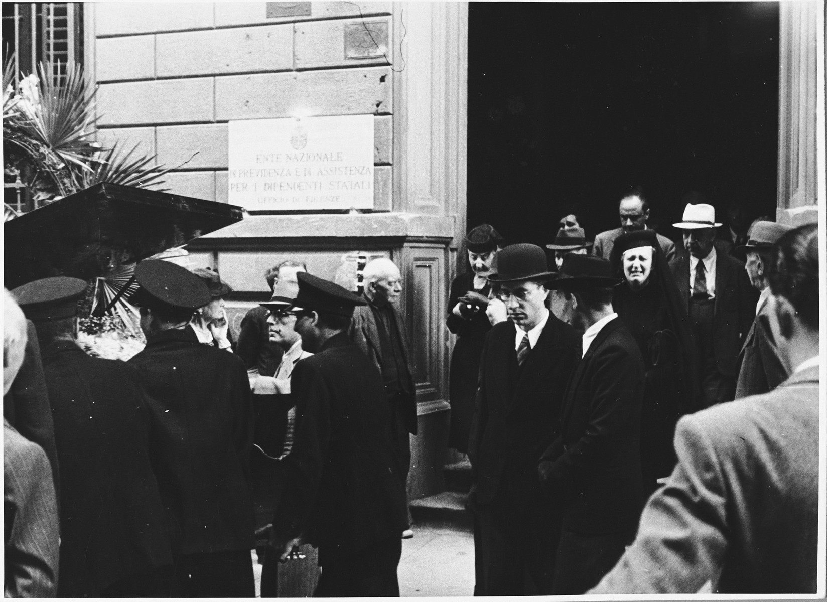 Rabbi Nathan Cassuto officiates at a funeral in Florence.