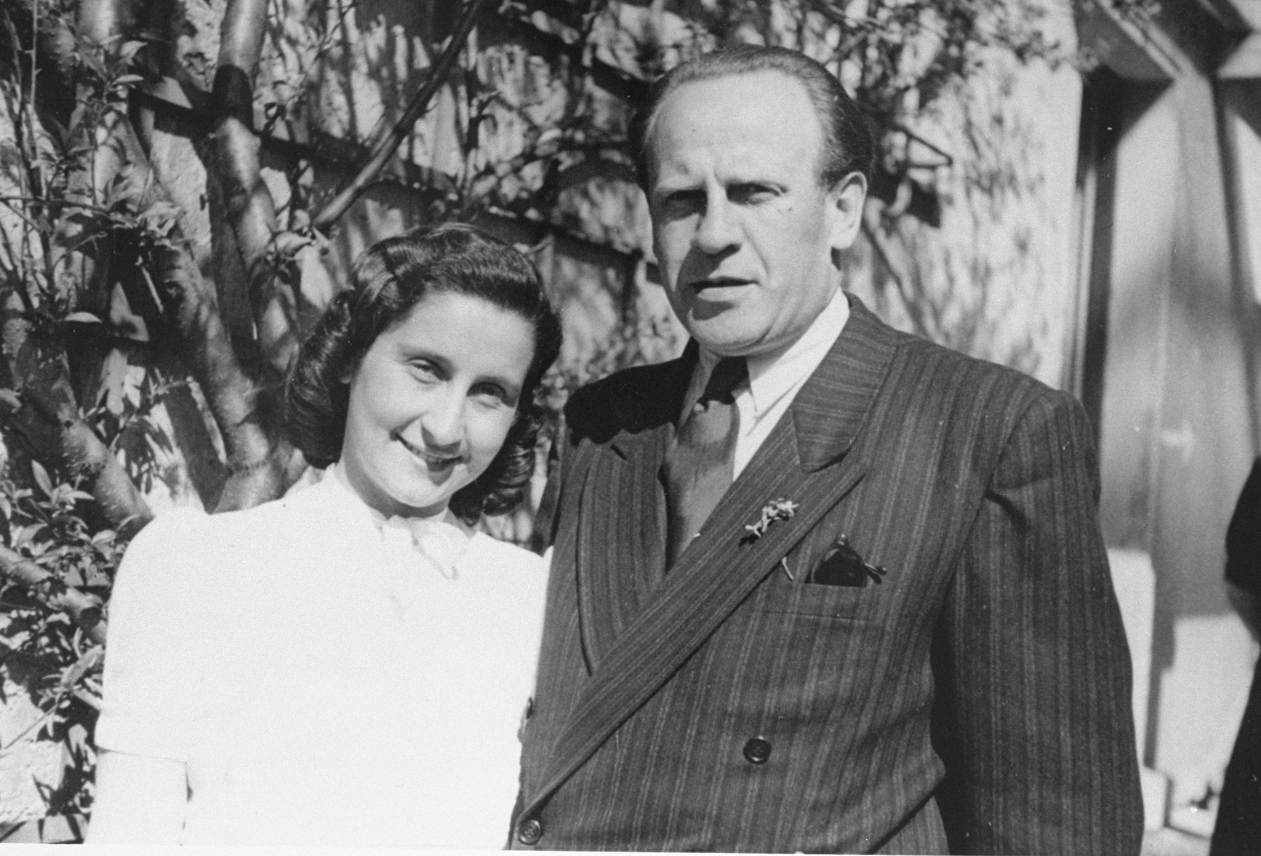 Oskar Schindler with Ludmila Pfefferberg-Page at a reunion in Munich, 1946.