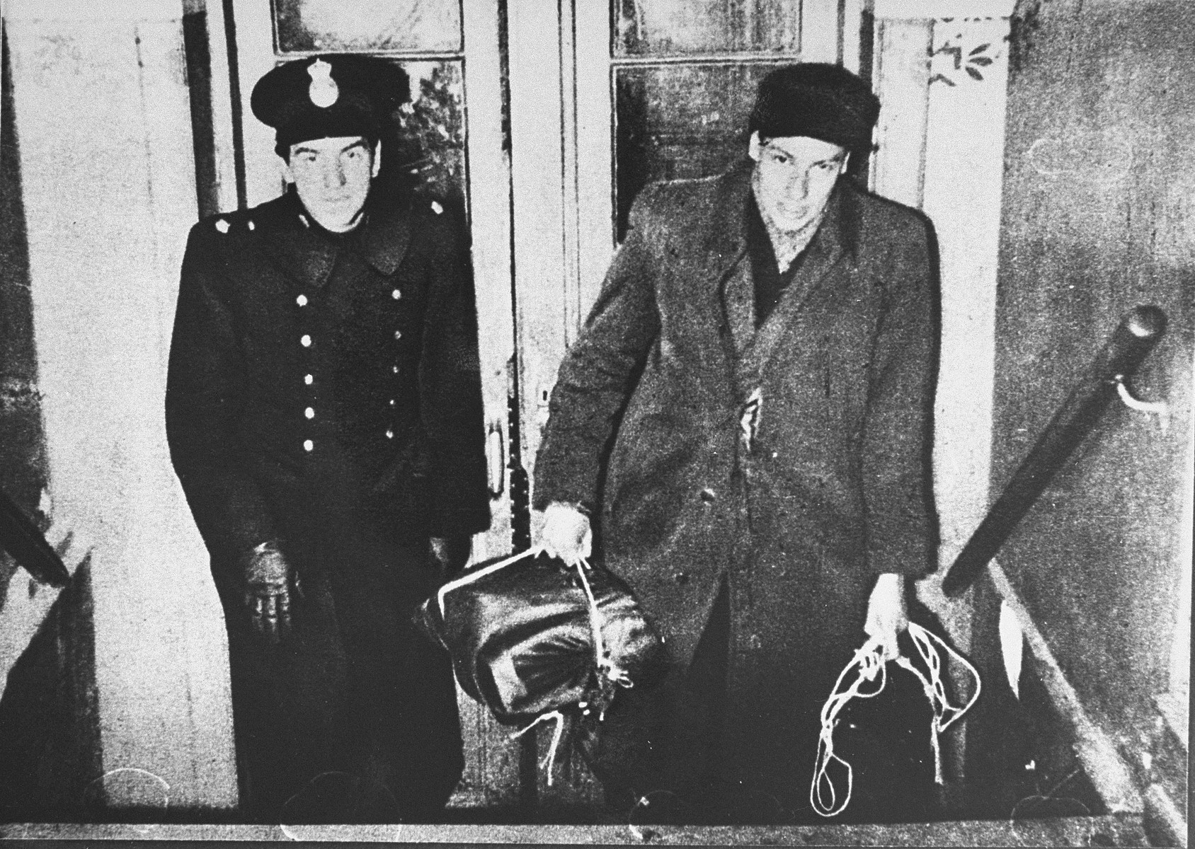 A Swedish policeman accompanies a newly arrived Danish-Jewish refugee to the welfare office in Rebslagergade.