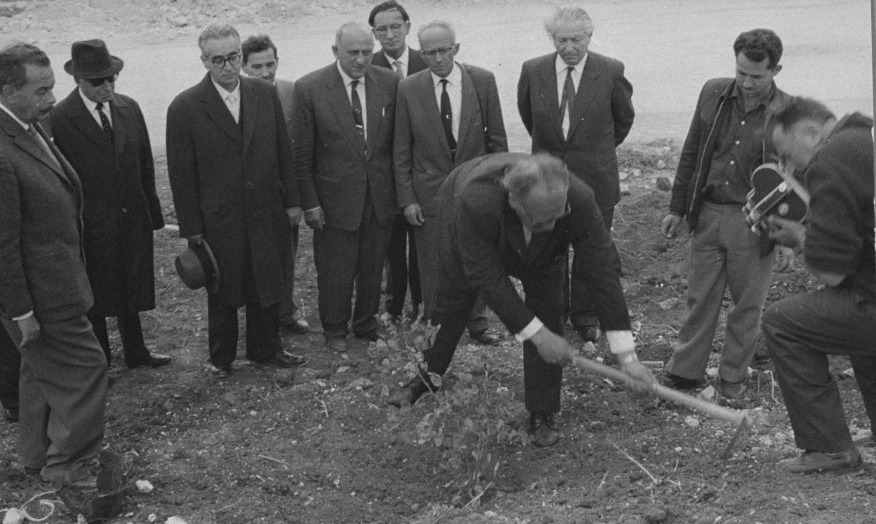 Oskar Schindler plants a tree on the Avenue of the Righteous Among the Nations at Yad Vashem.