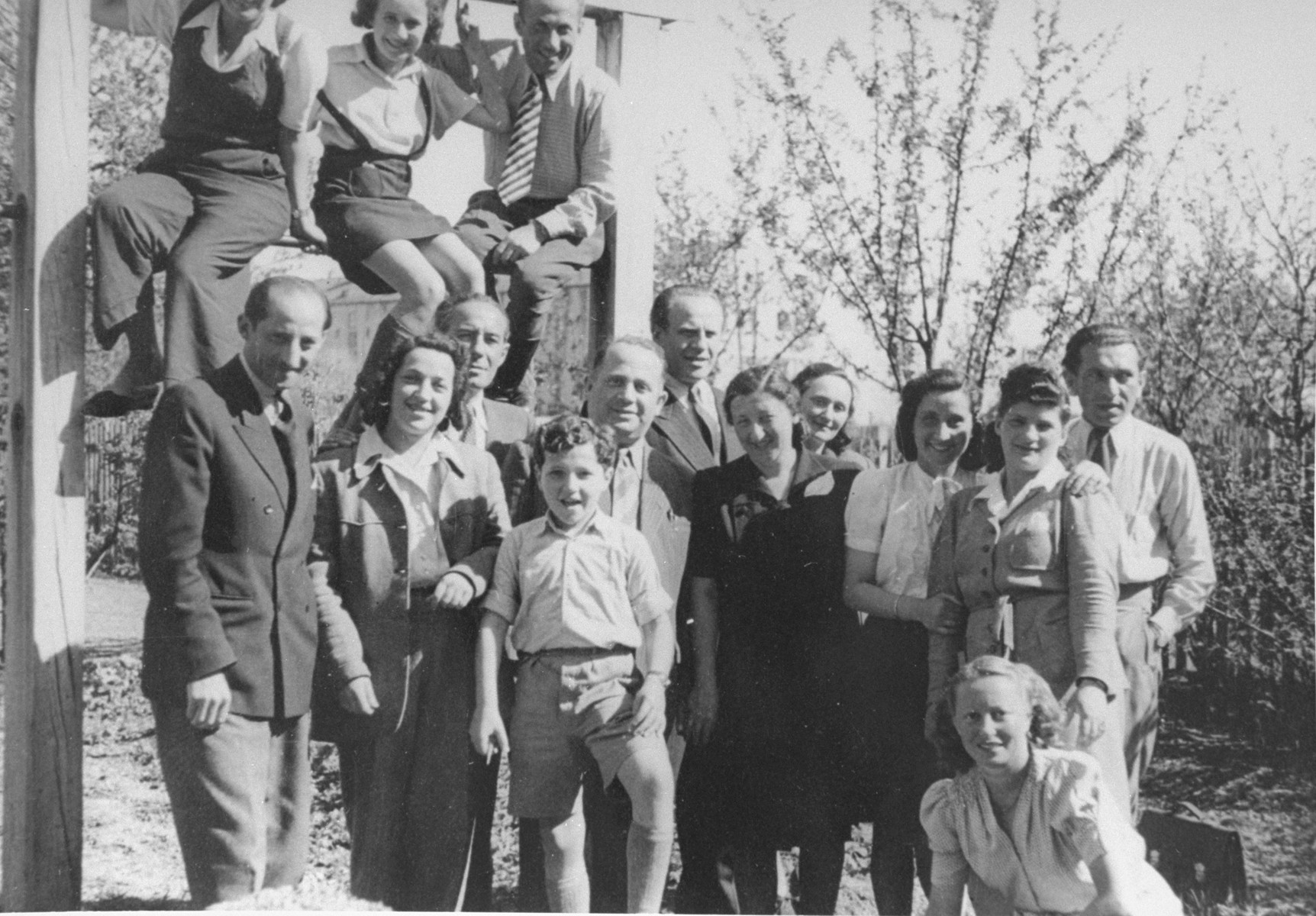 Oskar Schindler at a reunion in Munich, Germany in 1946 with Hella Kornhauser and other Schindlerjuden.