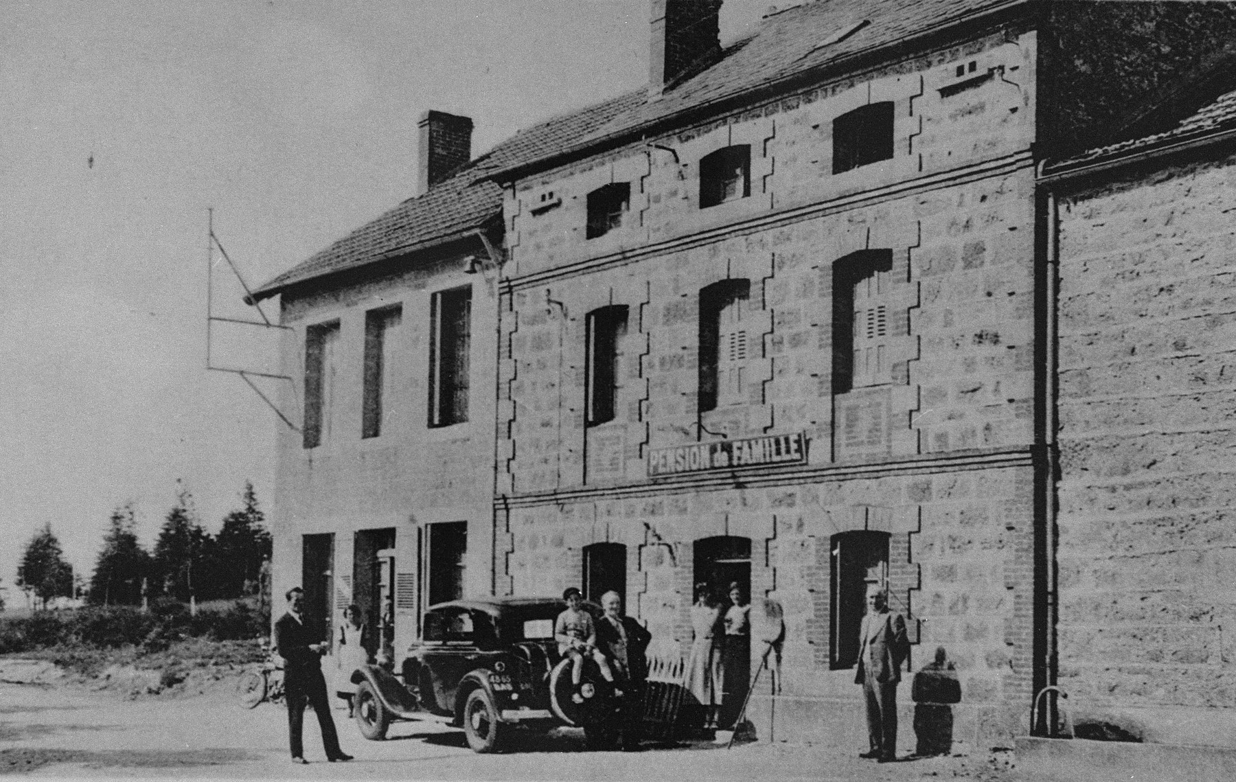 Picture postcard of the Les Grillons pension in Le Chambon-sur-Lignon, which during World War II served as a home for Jewish and non-Jewish refugee children.