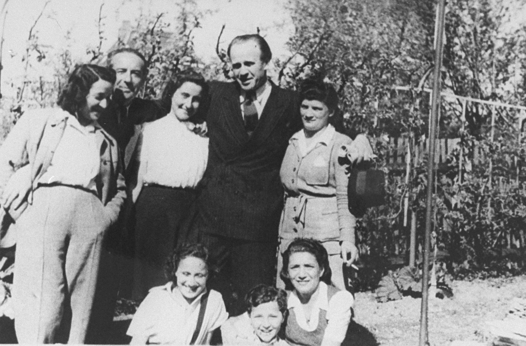 Oskar Schindler (second from the right) in Munich one year after the war with a group of Jews he rescued.    Among those pictured are: Manci Rosner, Edmund Horowitz, Ludmila Pfefferberg-Page, Halinka Horowitz, and Olek Rosner.