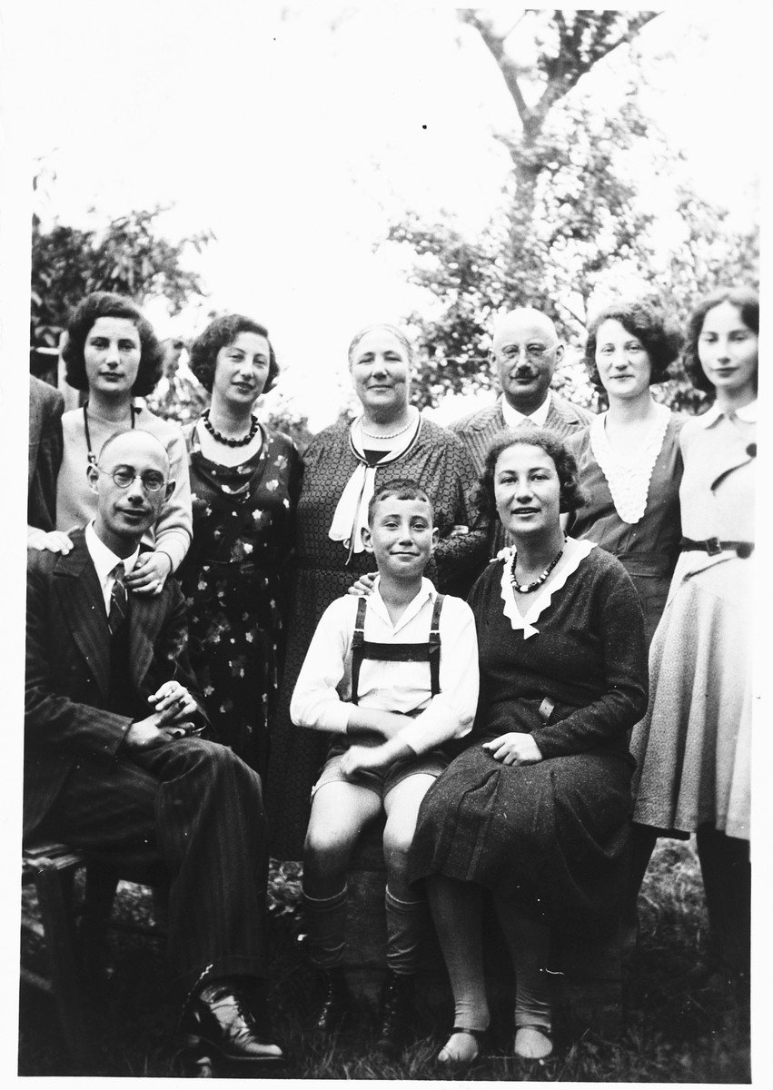 Group portrait of a Jewish family in Ottweiler, Germany.  Pictured are members of the Katz family: Kathe, Nora, Bertha, Levi, Friedel, Ruth, Siegfried, Werner and Grete Katz.