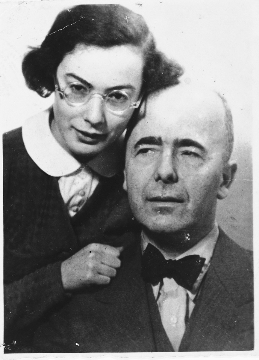 A young Jewish woman poses with her father shortly before she left Germany for France on a Kindertransport.  Pictured is Erika Beyth with her father Walther Beyth.