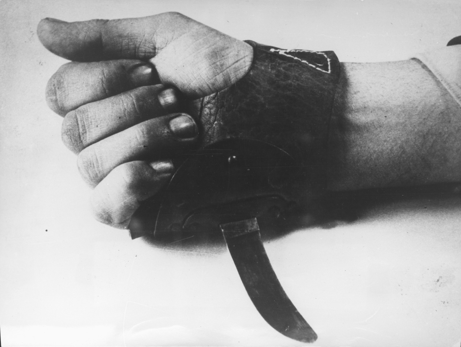 A special knife that is worn over the hand that was used by the Ustasa militia for the quick slaughter of inmates in concentration camps.