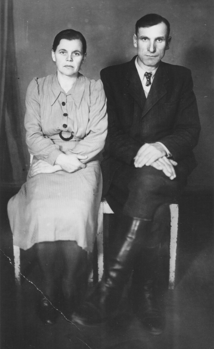Portrait of Tomasz Gerasimuk and his wife, a Ukrainian couple who helped rescue eleven Jews from Luboml.