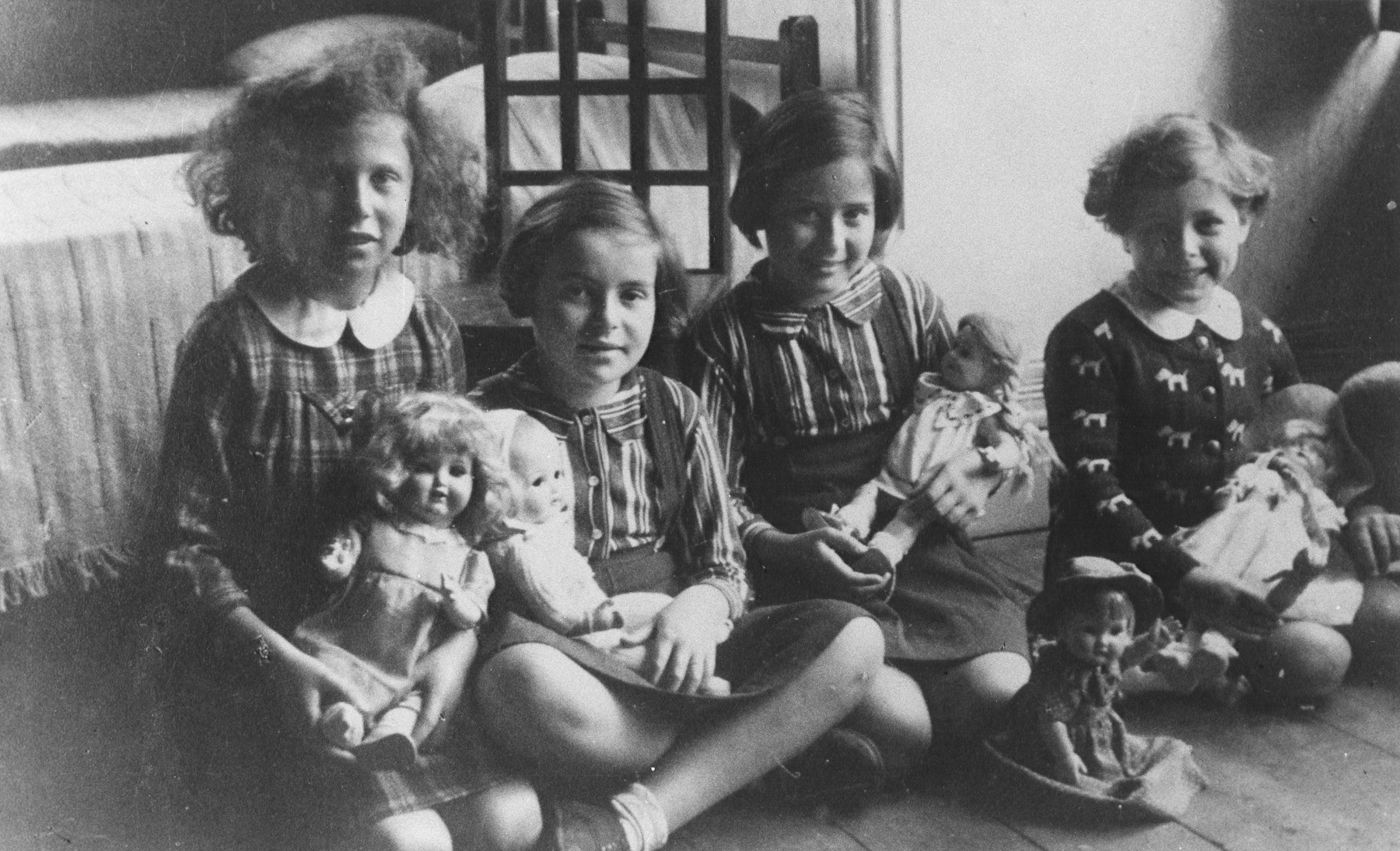 Four German-Jewish girls play with dolls that were given to them in the Larino home in Melbourne.  They were part of a group of seventeen children, aged twelve or under, who were the only German-Jewish children to be sheltered in Australia during the war.