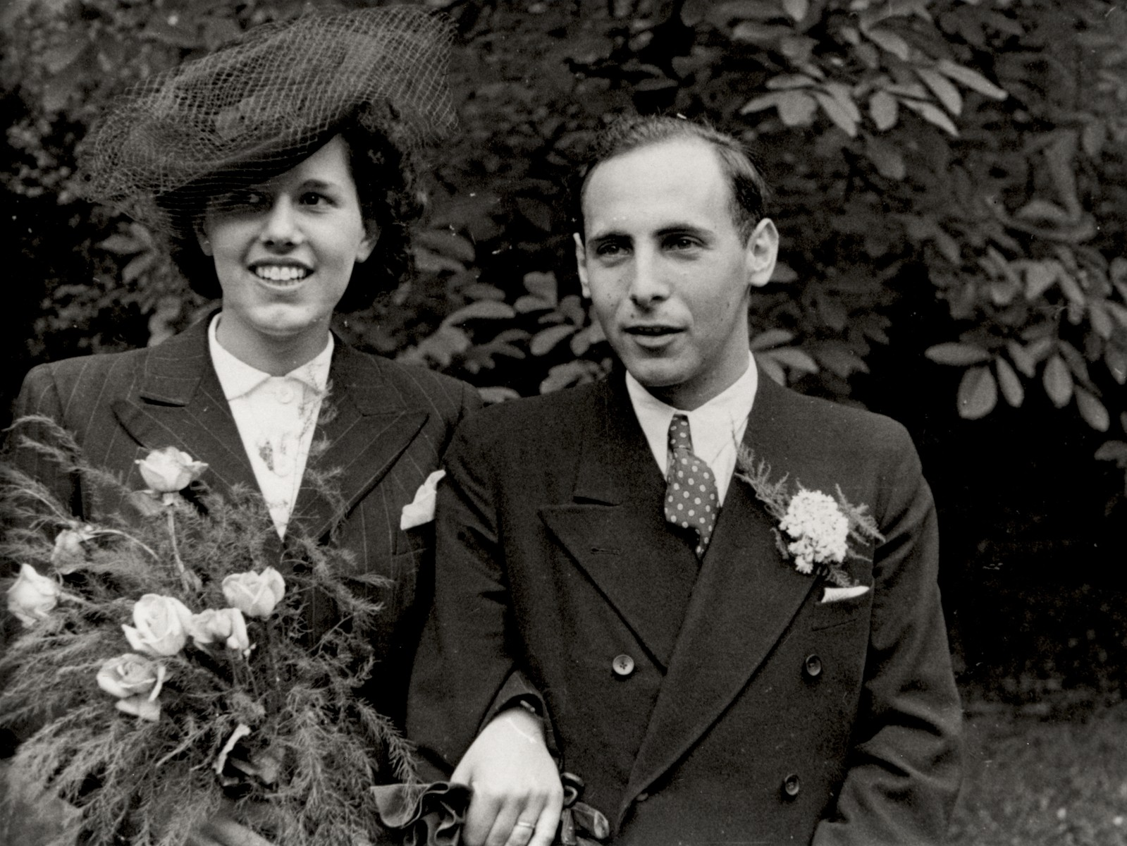 Portrait of Lore Gotthelf and Erwin Jacobowitz outside the Buckland Crescent synagogue in London, after their wedding.