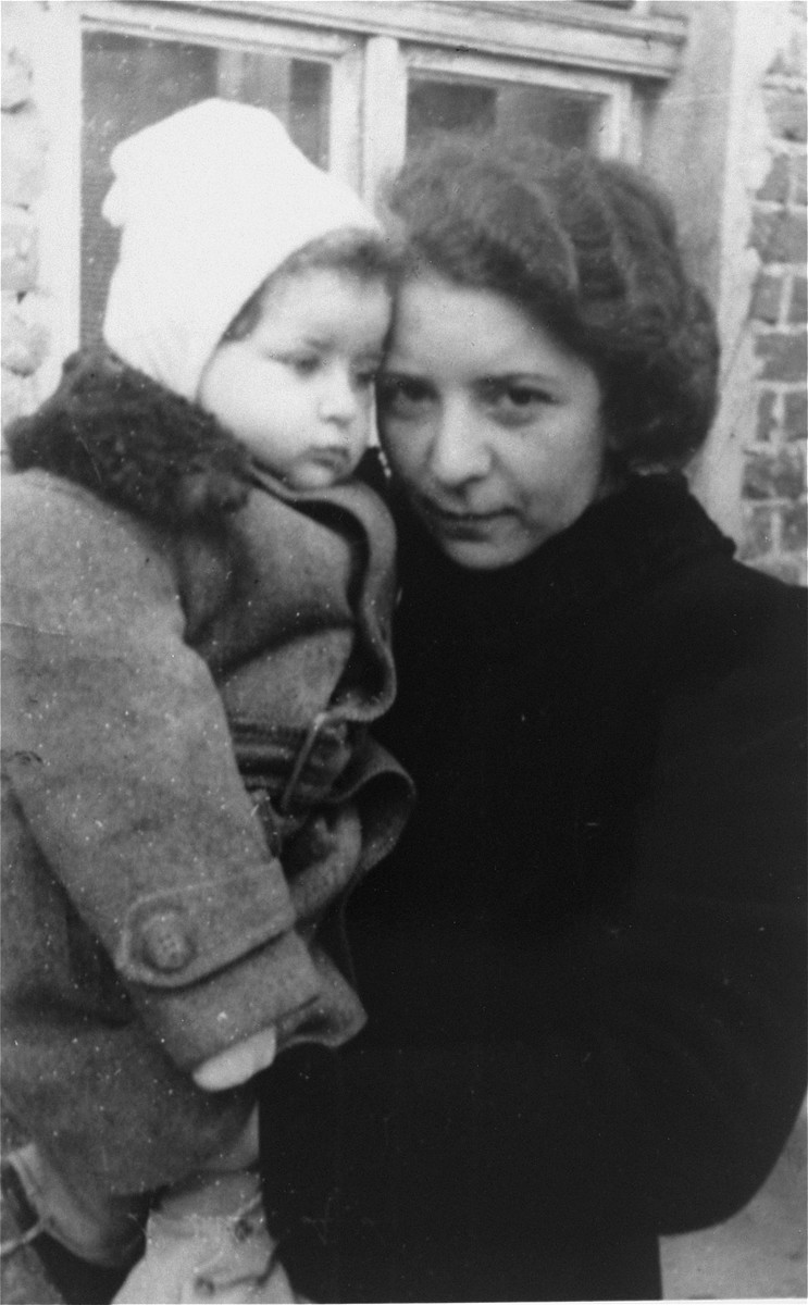 Portrait of a Jewish mother and daughter in the Lvov ghetto.  The child is Romana Schreier.