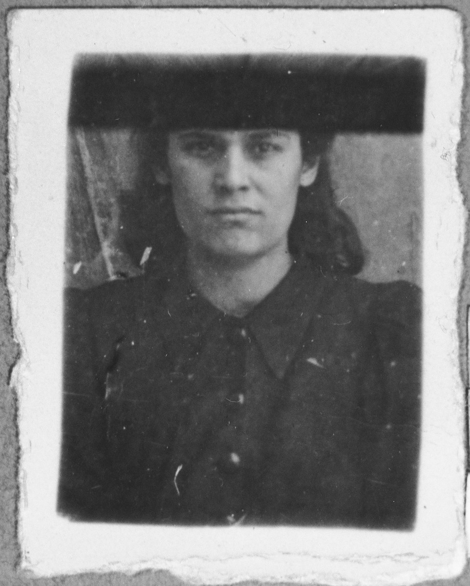 Portrait of Reina Kamchi (patronymic: Sava).  She lived at Svornitska 4 in Bitola.
