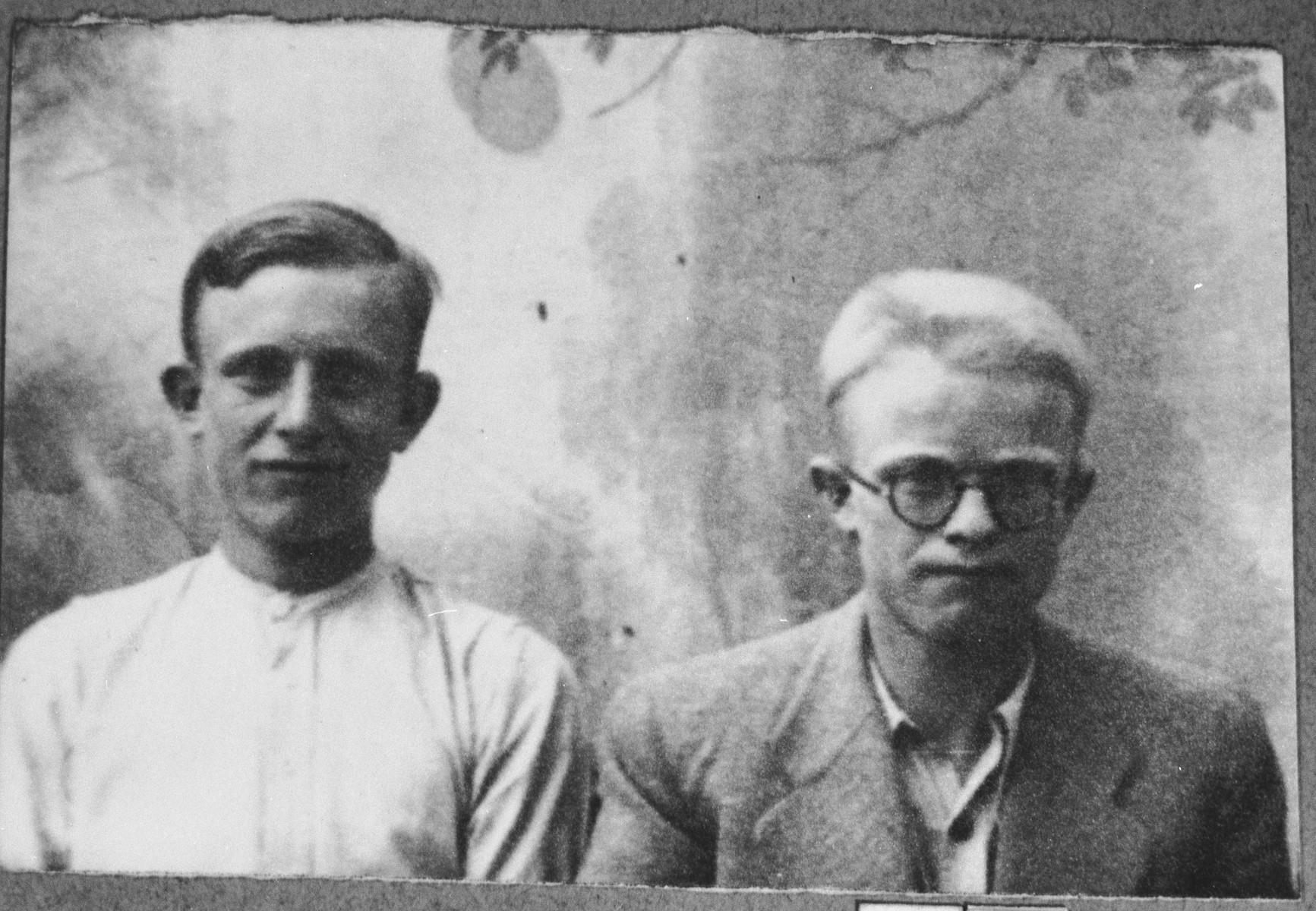 Portrait of Solomon and Avram Kassorla, sons of Rachamin Kassorla.  They were students.  They lived at Zmayeva 6 in Bitola.