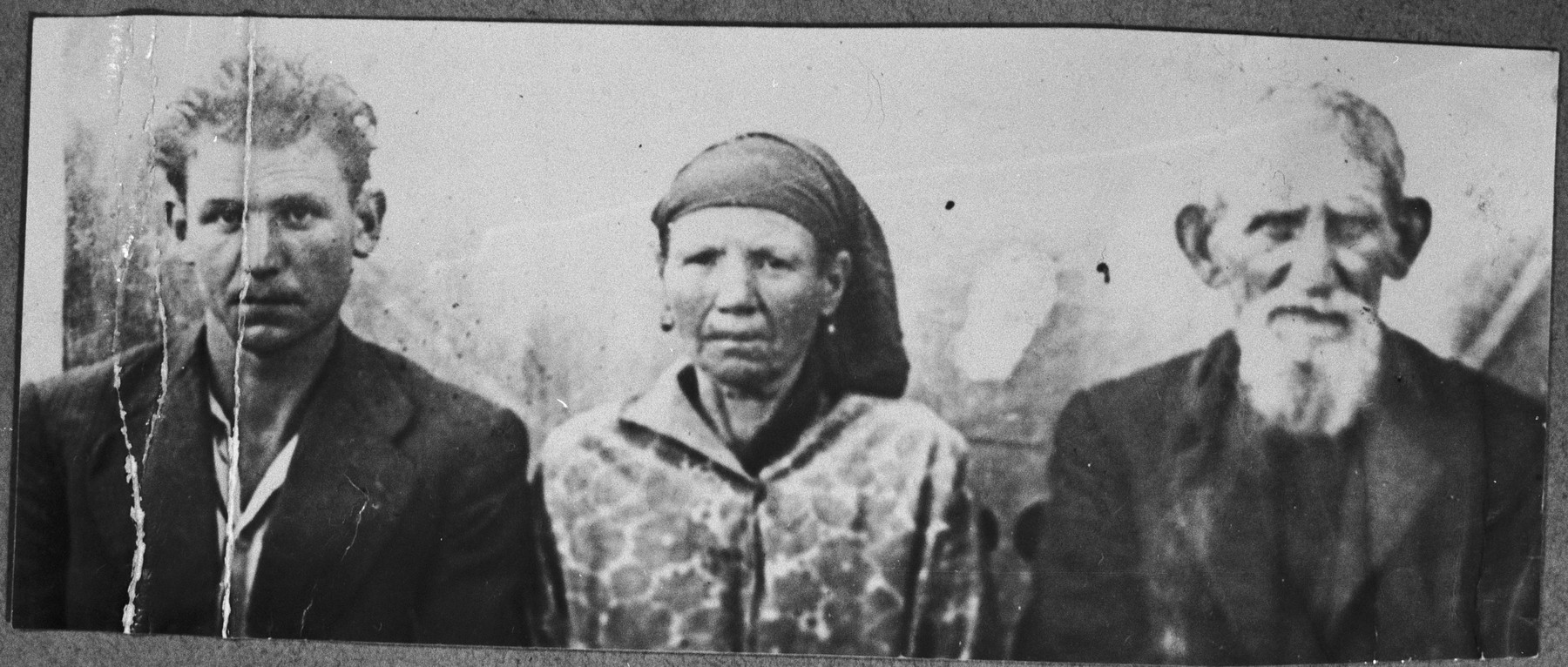 Portrait of Samuel Kamchi, [his wife], Suncho, and his son, Konorti.  Samuel was a butcher and Konorti, a laborer.  They lived at Krstitsa 16 in Bitola.