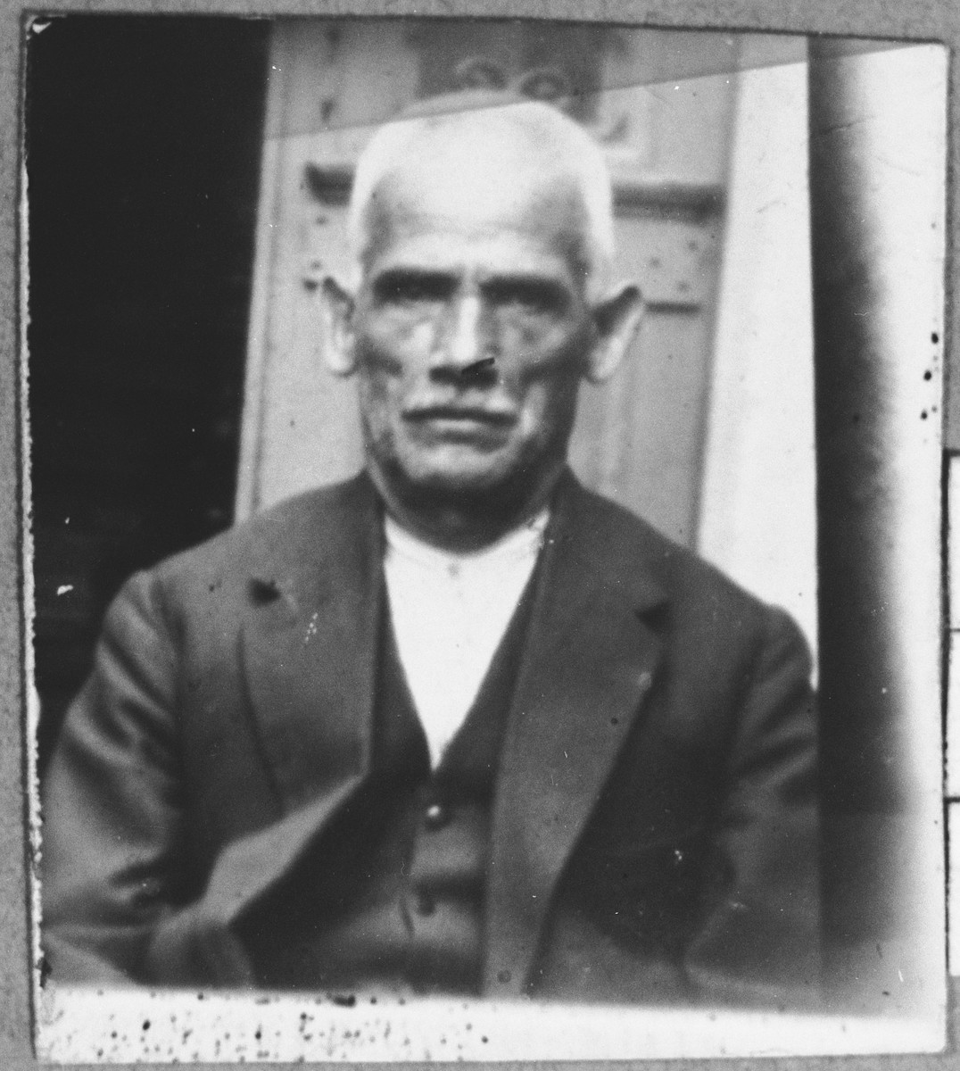 Portrait of Yakov Kassorla, son of Isak Kassorla.  He was a second-hand dealer.  He lived on Drinska in Bitola.