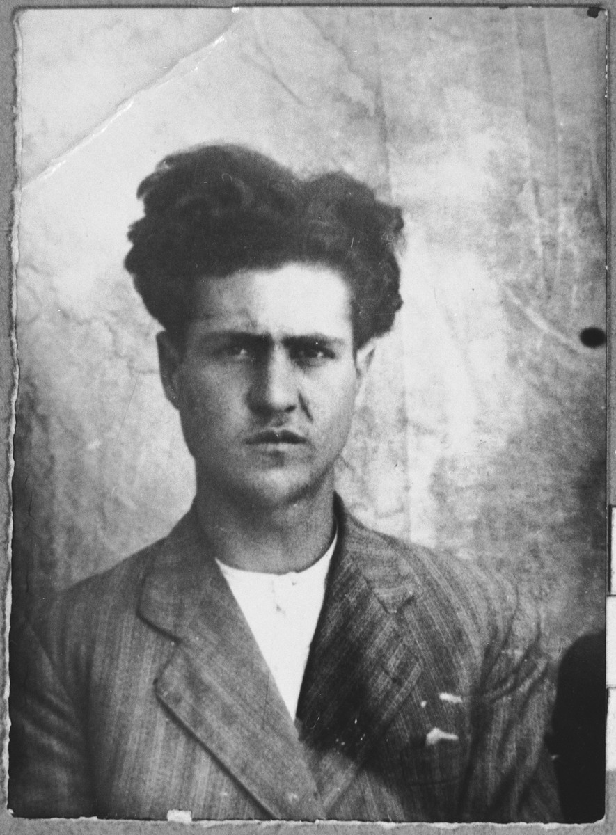 Portrait of Mordechai Koen, son of Avram Koen.  He was a second-hand dealer.  He lived at Gligora 14 in Bitola.