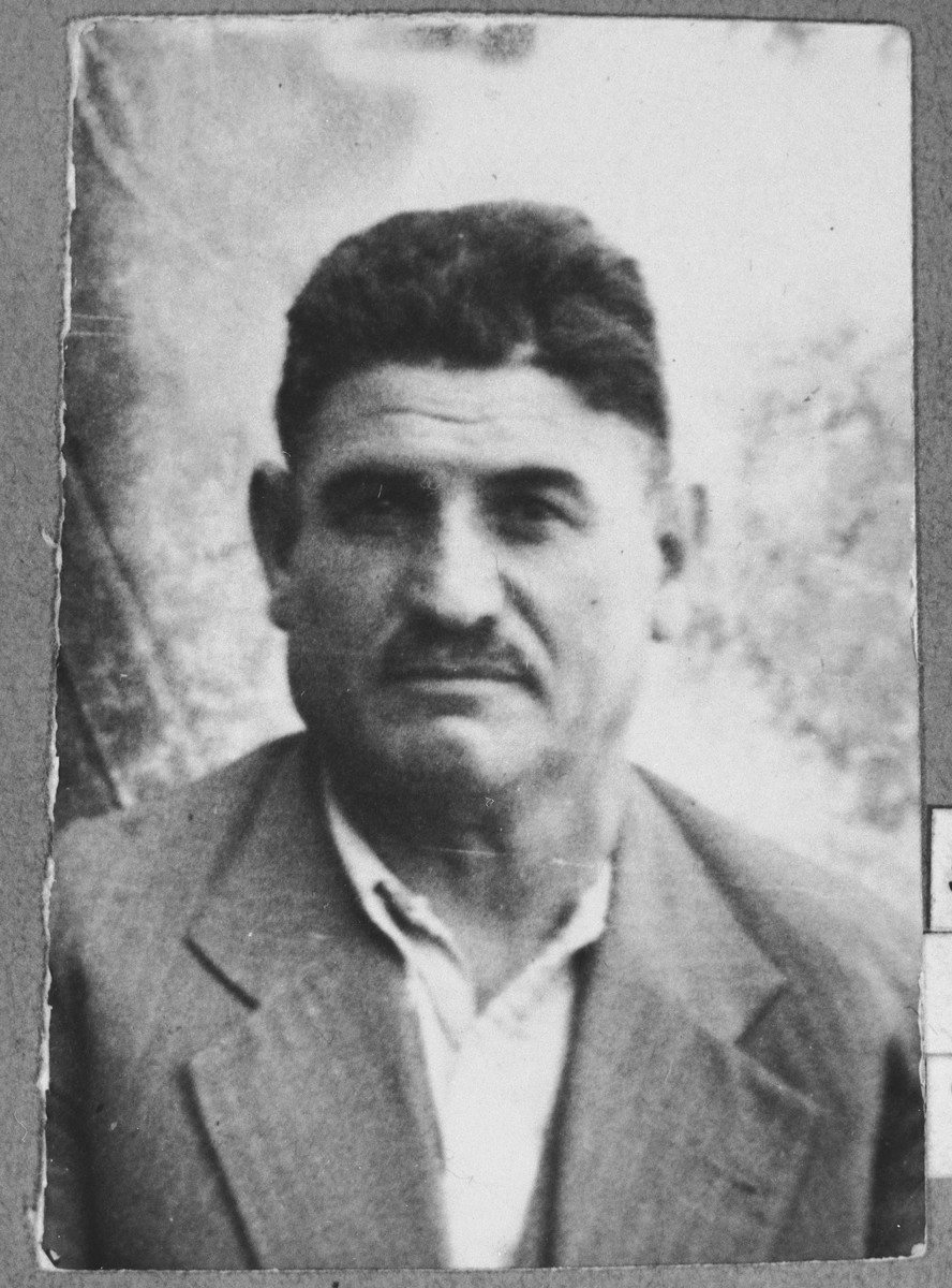 Portrait of Avram Koen.  He was a second-hand dealer.  He lived at Gligora 14 in Bitola.