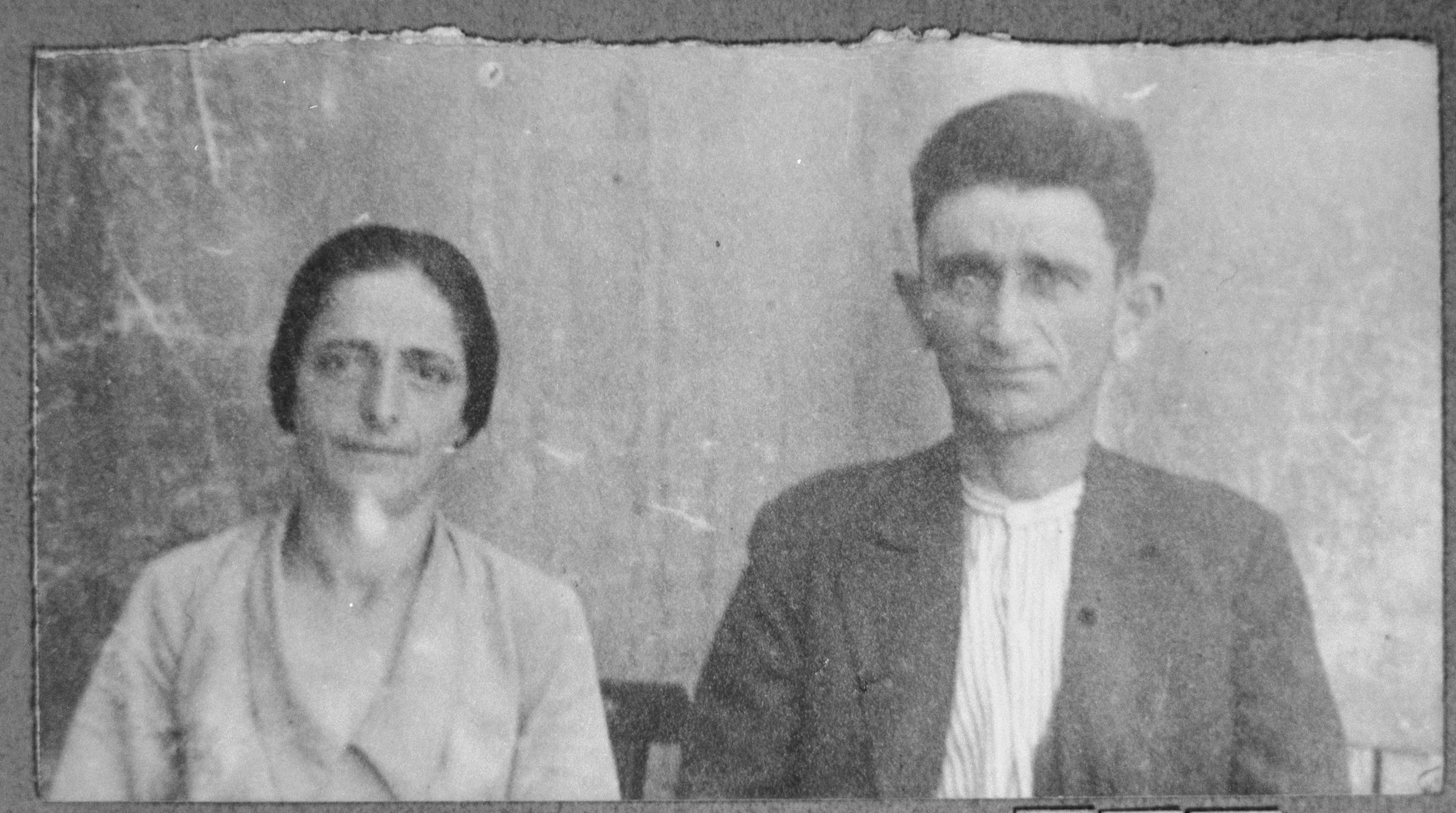 Portrait of Mordechai Leon, and [his wife], Buena.  He was a rag dealer.  They lived on Zmayeva 10 in Bitola.