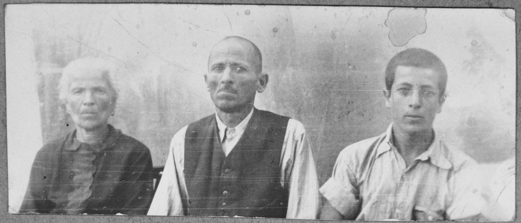 Portrait of Samuel (B.) Mayo, his wife, Sara, and his son, Isak.  Samuel was a second-hand dealer and Isak, a student.  They lived at Zvornitska 27 in Bitola.