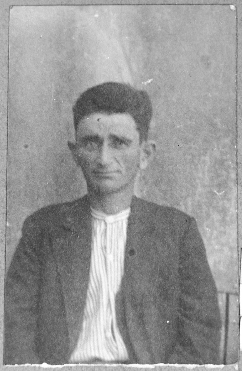Portrait of Mordechai Leon.  He was a rag dealer.  He lived on Zmayeva 10 in Bitola.