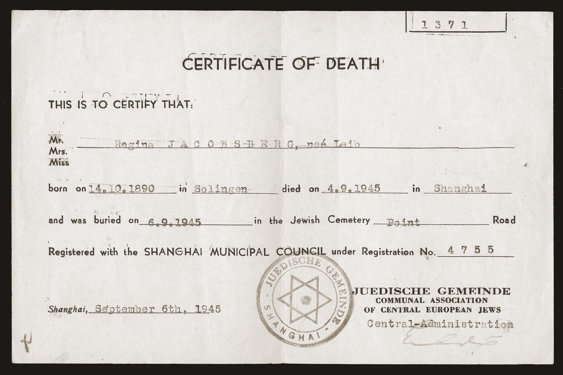 The death certificate of Regina Leib Jacobsberg issued by the Jewish community [Juedische Gemeinde] of Shanghai.
