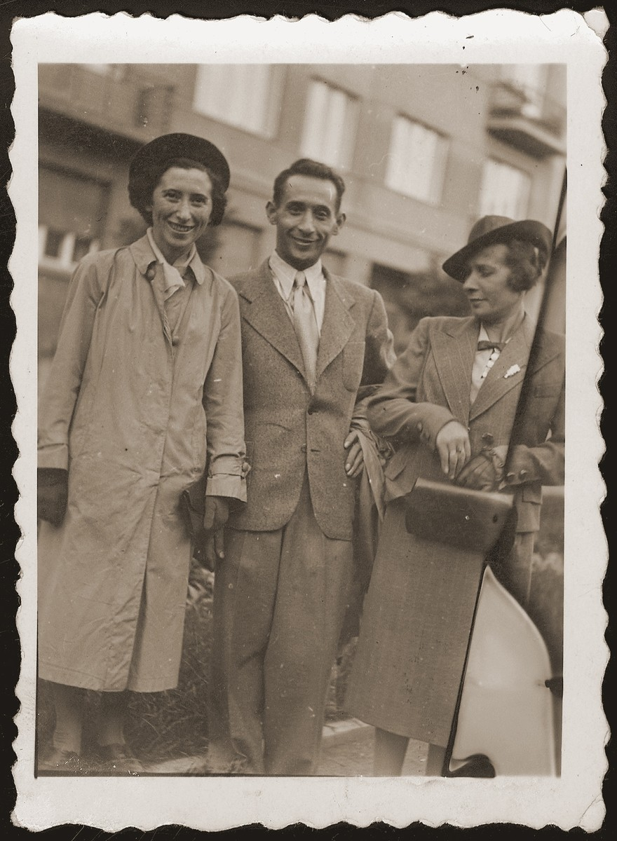 Mania, the donor, her brother Idel and sister, Hela Jakubowicz.  Idel and Hela perished during the war.