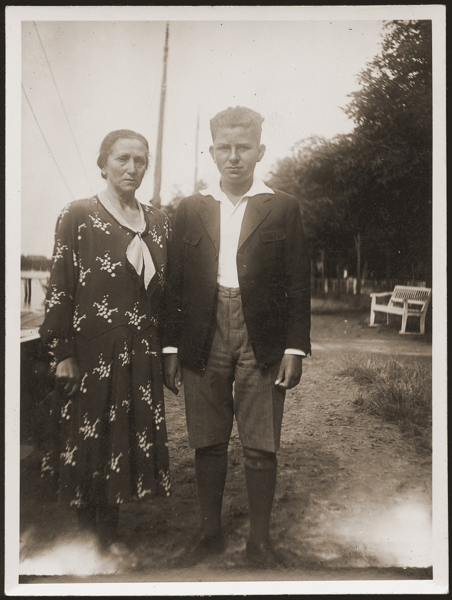 Walter Jacobsberg with his mother at a park in Stettin.