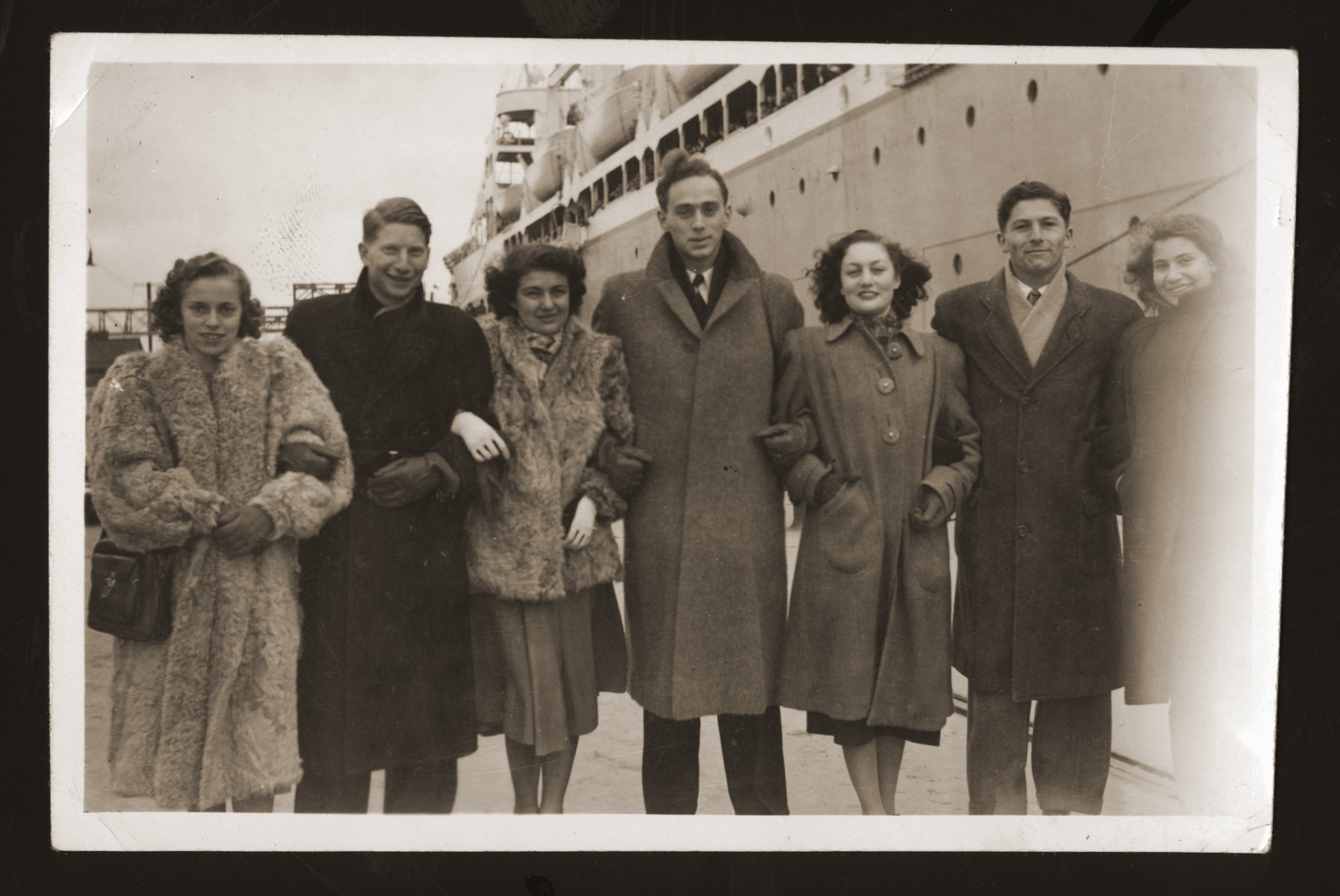 Jewish refugees arrive in San Francisco from Shanghai.  Pictured from left to right are: unknown; Ilie Wacs; Chaja Ambaras (Sugihara survivor); Henry Sattler, unknown; Horst Schlochauser and unknown.